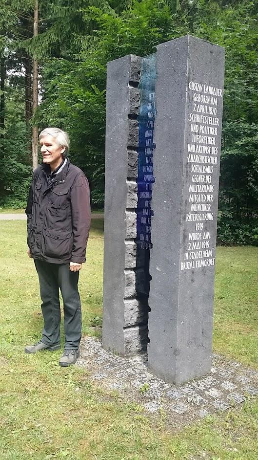 Der Initiator Siegbert Wolf ist der aktuelle Herausgeber der Schriften von Gustav Landauer, der erste war Martin Buber, Nachlass-Verwaltender