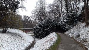 Schnee-Brücke